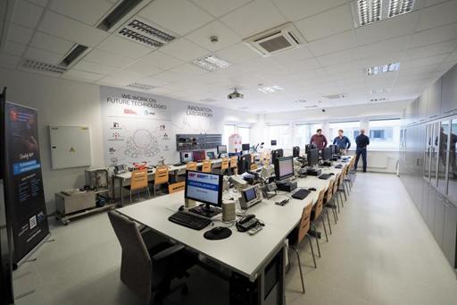Nová laboratoř inovací na FEKT pomůže otestovat nápady studentů v praxi